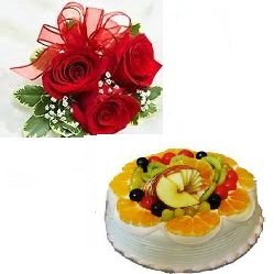 1/2 Kg fresh fruit Cake 3 roses