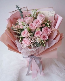 20 light pink Roses Bouquet wrapped in pink and white paper