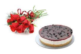 1/2 Kg Blueberry Cake and 6 red roses bunch