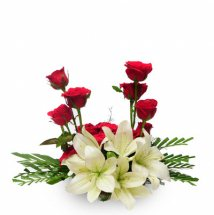 Short stems of 6 white lilies 8 red roses basket