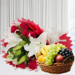 2 Kg Fruit and Mix Flowers with lilies