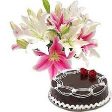 Lilies bouquet 1/2 Kg chocolate cake