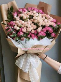 Colossal size flower bouquet in mix shades of pink