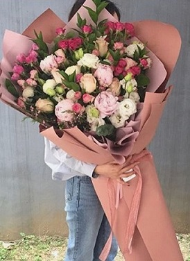 Large bouquet of pastel shades flowers in 3 to 4 feet