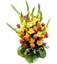 24 Yellow Gladiolli+Roses in Hand Bunch