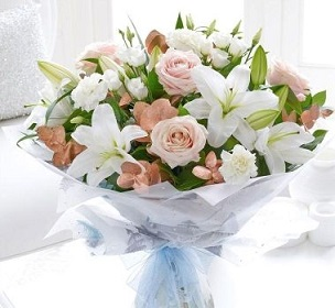 4 White Lilies with 20 peach pink roses in a bouquet wrap in white