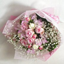 Shaded pink white 12 Roses bouquet